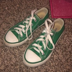 Girls green low top converse